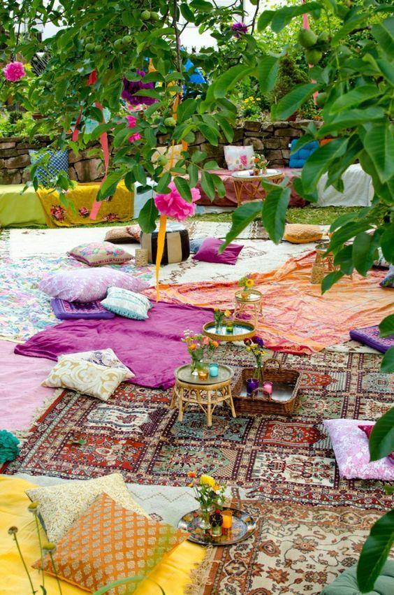 orientalische Deko im Freien bunte Teppiche Deko-Kissen