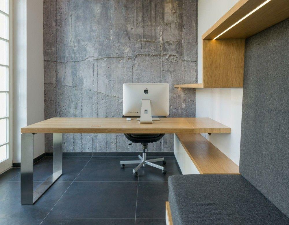 stilvolles Heimbüro Edelstahl Sitzbank in Grau Schreibtisch mit Holzplatte Betonwand