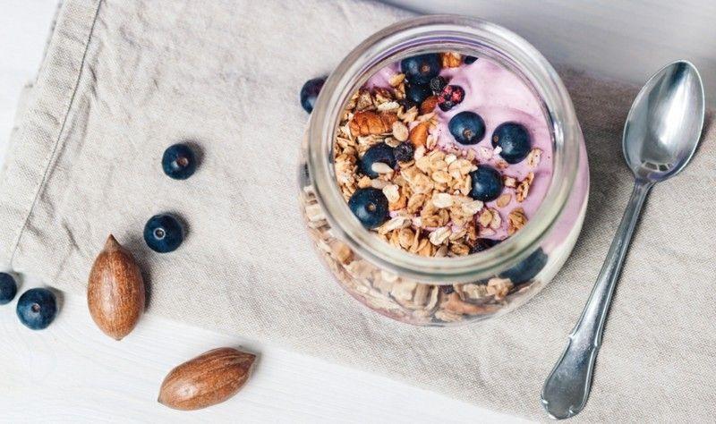 Blaubeeren-Müsli-Joghurt Gesunde Ernährung