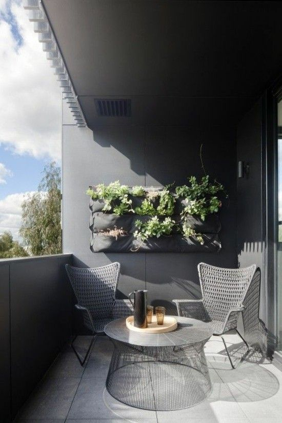 die gr ne wand bringt ein st ck natur auf ihren balkon. Black Bedroom Furniture Sets. Home Design Ideas