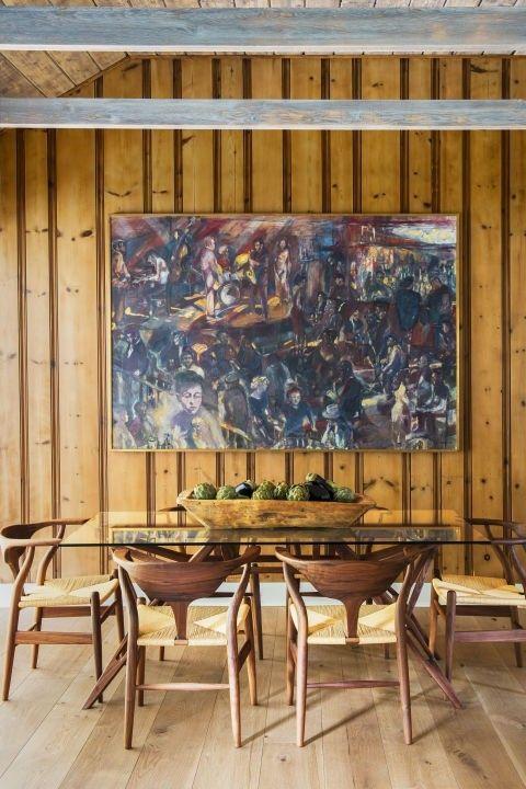 Eszimmer Holzmöbel Landhausstil Wandverkleidung Gemälde