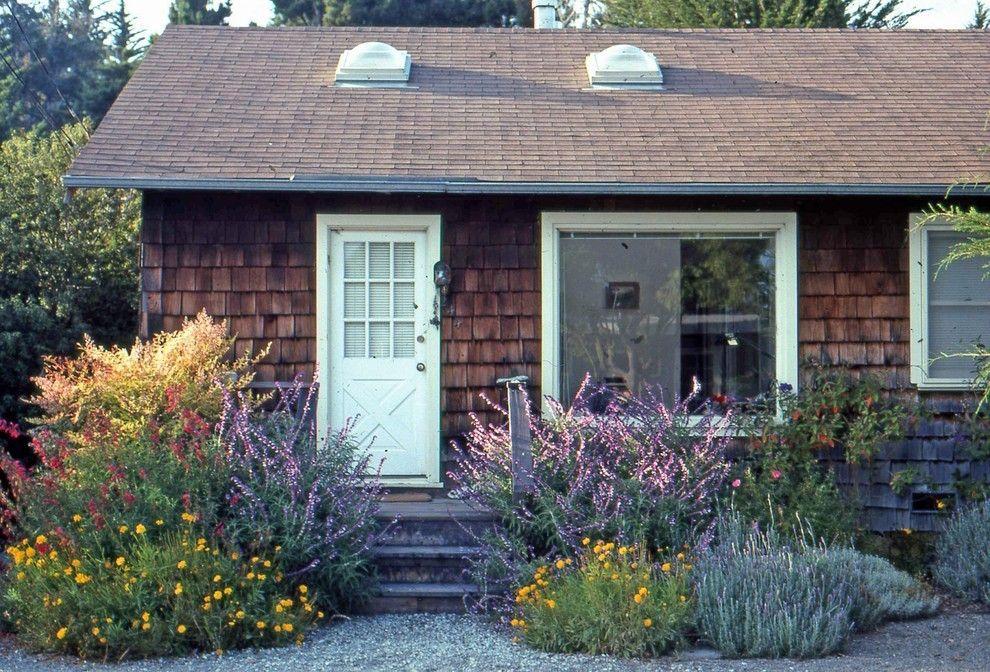 Gartengestaltung Feldblumen Holzverkleidung Familienwohnung