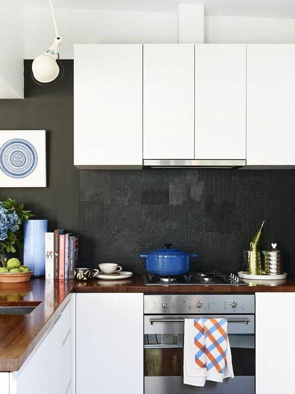 Küche gestalten Küchenspiegel in Schwarz