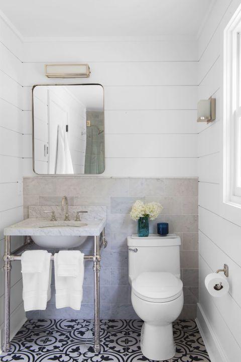 Landhausstil Toilette bemusterte Bodenfliesen