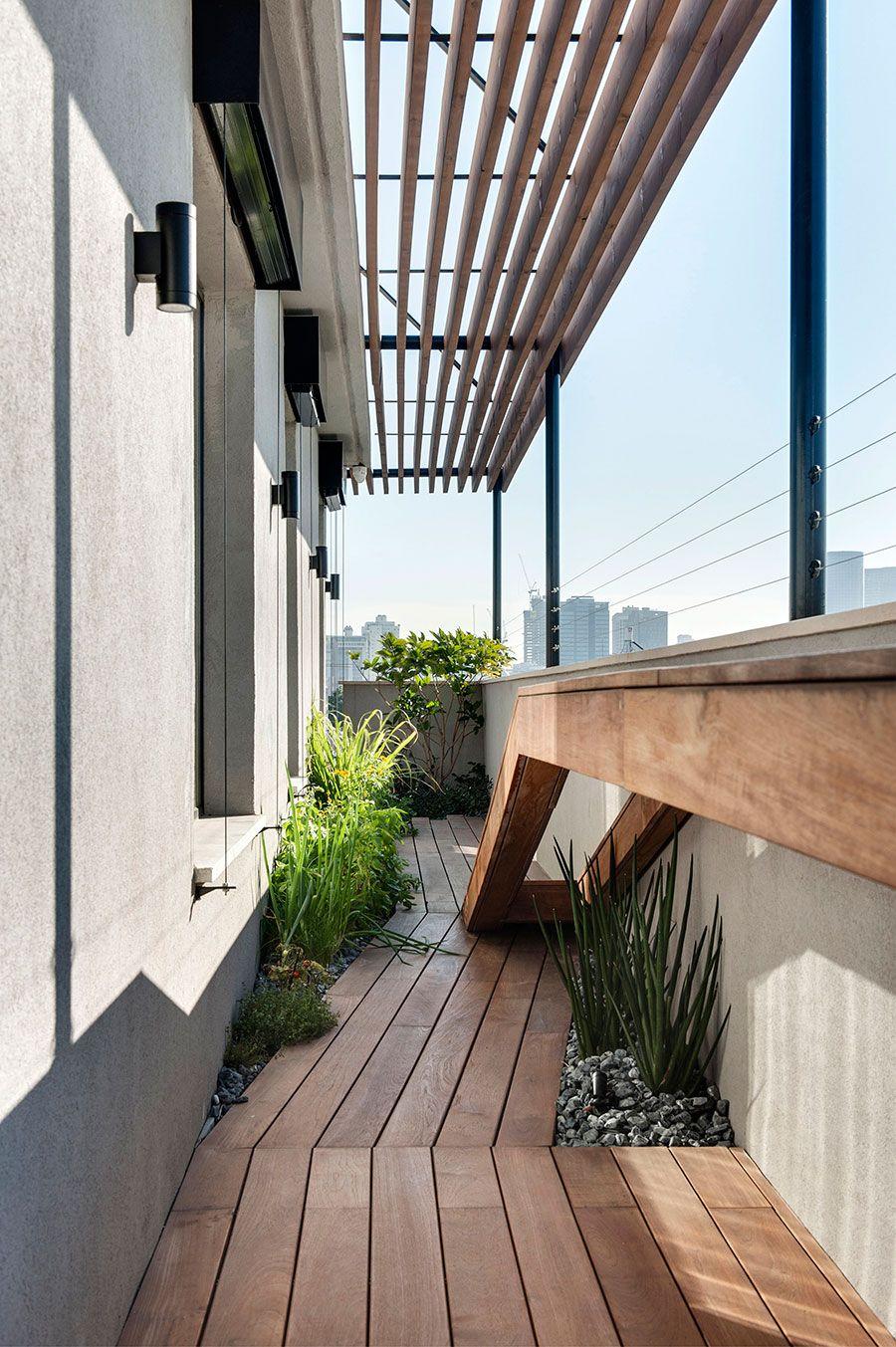 Pergola Dachterrasse Pflanzen auf der Terrasse Bodenbelag Holz