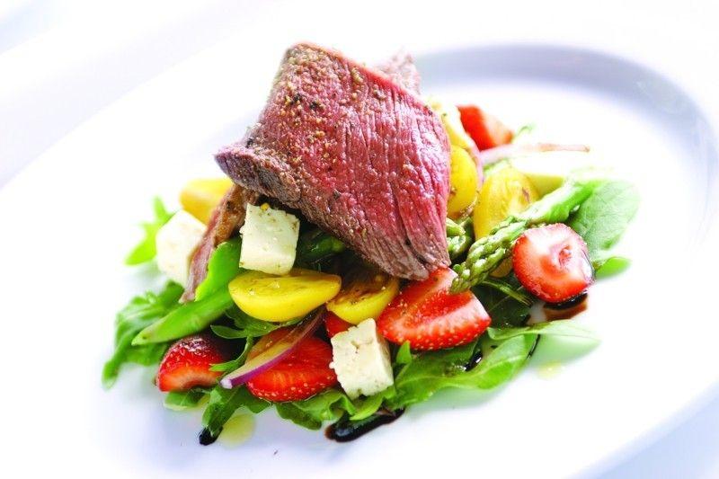Rotes Fleisch und Rohkost sind keine gute Kombination für den Körper
