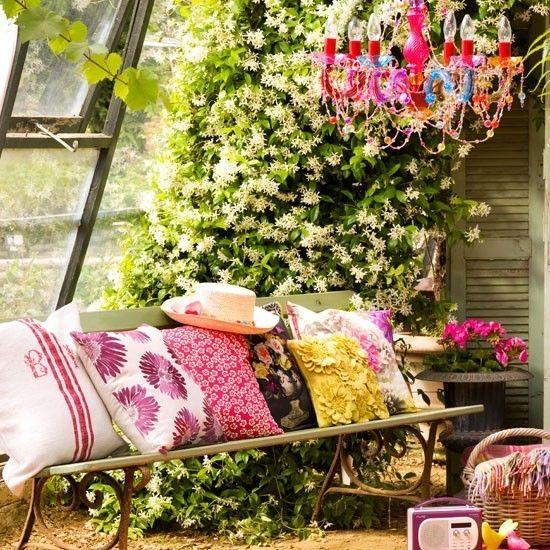 es darf im garten bunt sein oder wie sie eine farbenfrohe ruhezone drau en gestalten. Black Bedroom Furniture Sets. Home Design Ideas