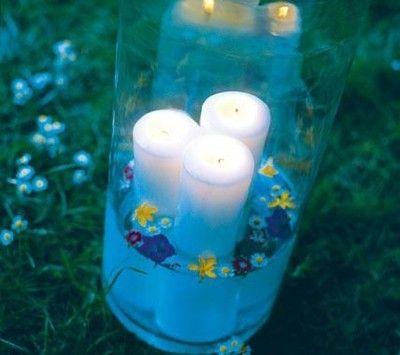 Sommerfest Windlichter mit Wasser und Blumen