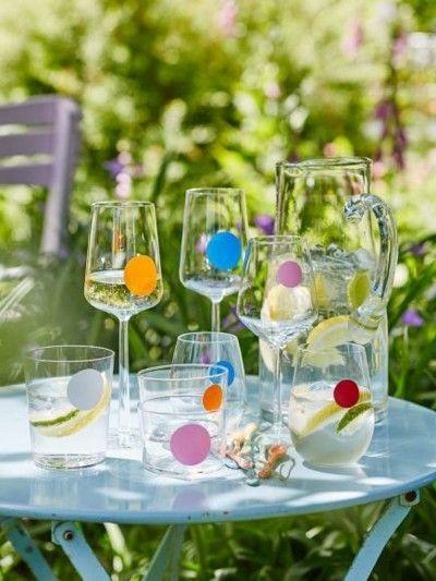 Sommerfest coole Ideen Weingläser bunte Punkte