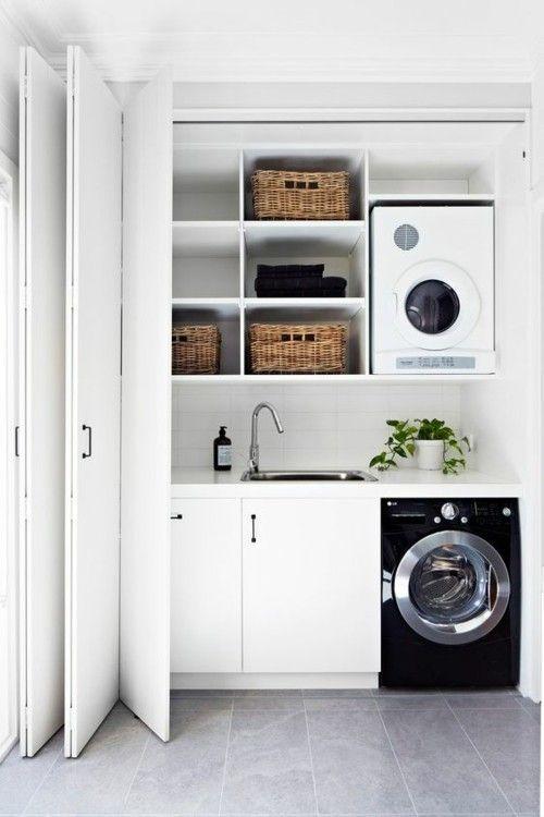 Waschküche schwarze Waschmaschine Harmonika-Tür