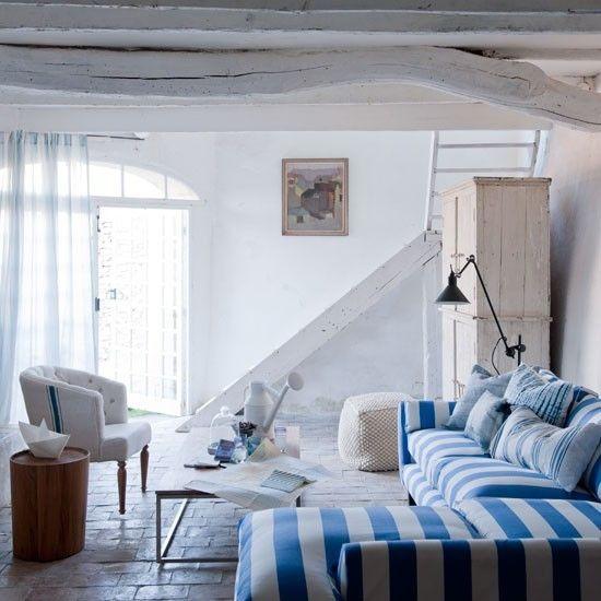 Wohnzimmer Sofa blaue Streifen Maritime Deko Ideen