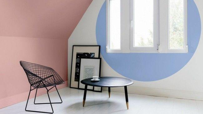 Wohnzimmer schwarze Möbel Trendfarben Serenity und Rose Quartz