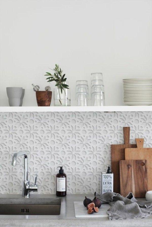 bemusterter Küchenspiegel in Weiß floral Motive