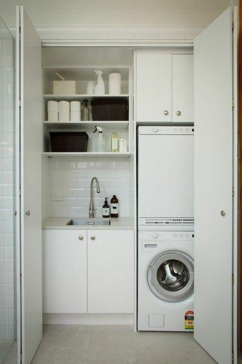 kleine Waschküche in Weiß Harmonika-Türen