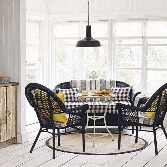 modernes Wohnzimmer schwarze Stühle Maritime Deko Ideen