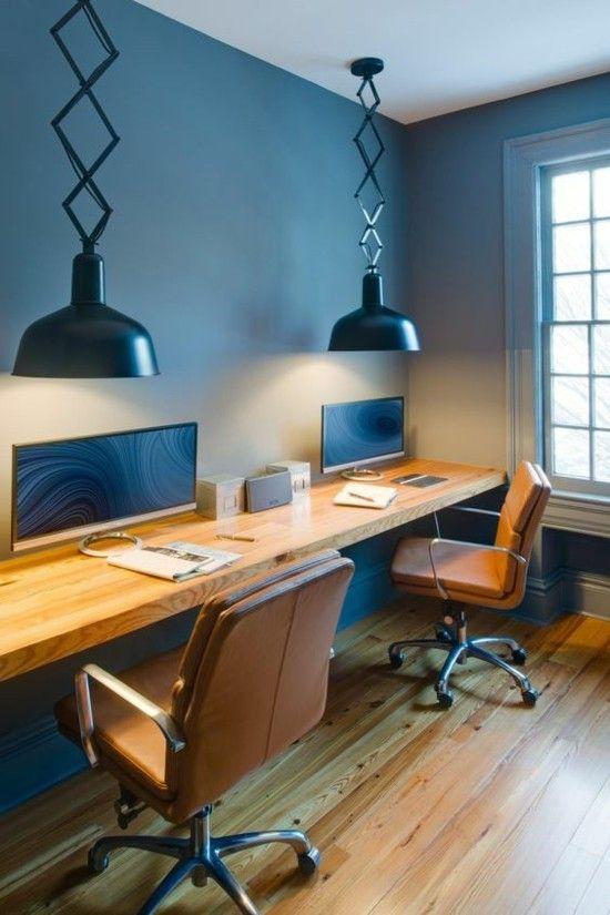 schickes Home Office in Blau und Holz