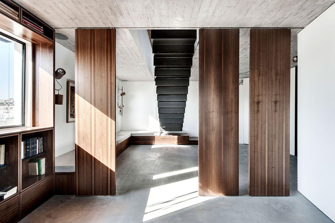 modernes wohnzimmer mit treppe : K Chen Weiss Modern