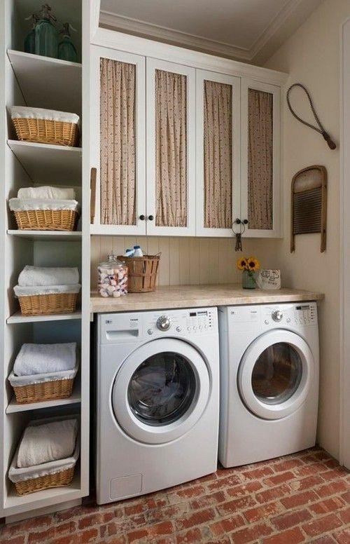 vertikaler Schrank mit Körben Waschküche Ideen