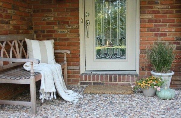 weiße Strickdecke Herbst Dekotipps Eingangstür