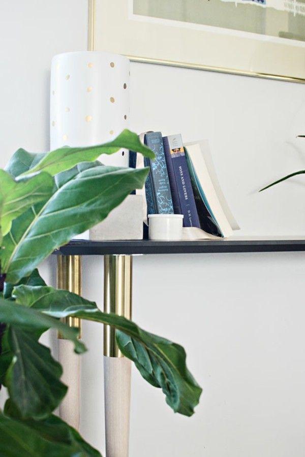 weiße Vase mit goldfarbenen Punkten Ikea Hacks  Ideen