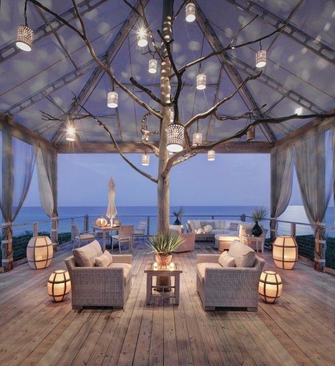 Gemutliche Terrasse Gestalten : Maritime Terrasse mit RattanMöbeln und wunderschöne Laternen als