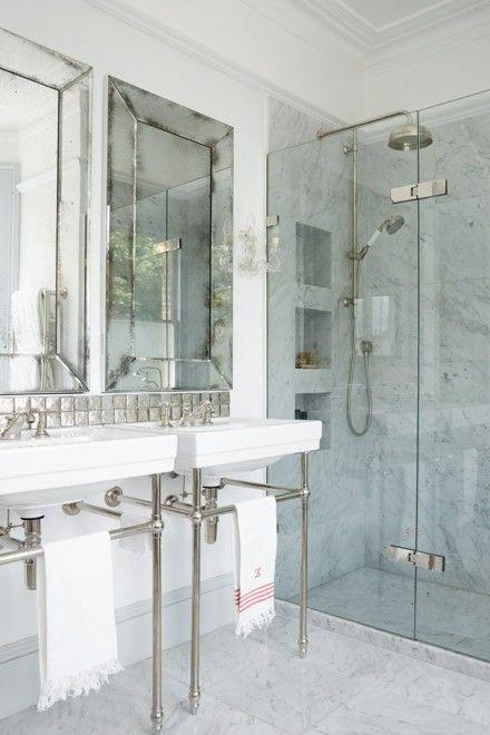 badezimmer-marmorwand-duschkabine-glaswand-waschbecken