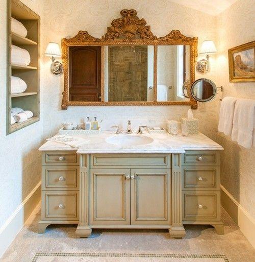 badezimmer-deko-spiegelschrank-klassisch-marmor