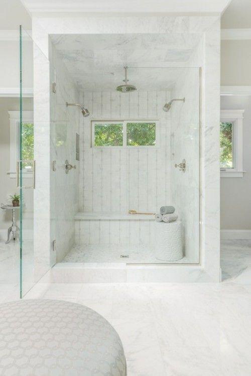 badezimmer-renovieren-marmor-duschwand
