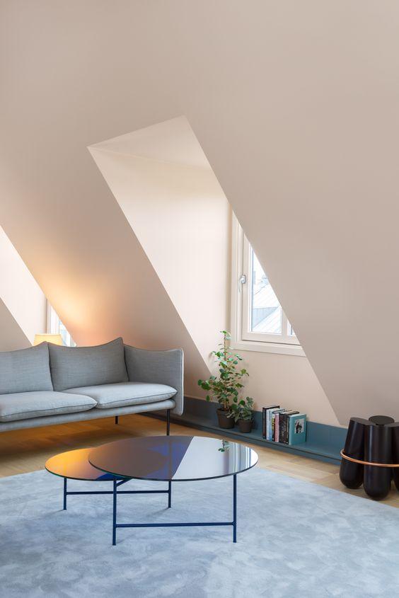 dachfenster-mansarde-wohnzimmer-sofa-runde-kaffeetische