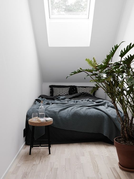 dachgeschoss-dachfenster-dachboden-kleines-schlafzimmer