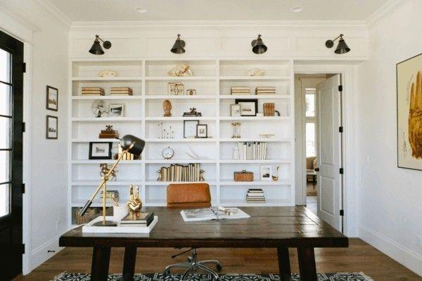 eingerichtetes-buro-mit-regalen-deko-ideen-home-office