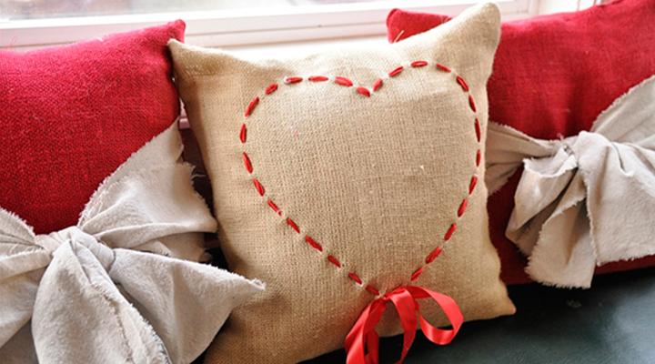 herzen-kissen-wohnung-zum-valentinstag