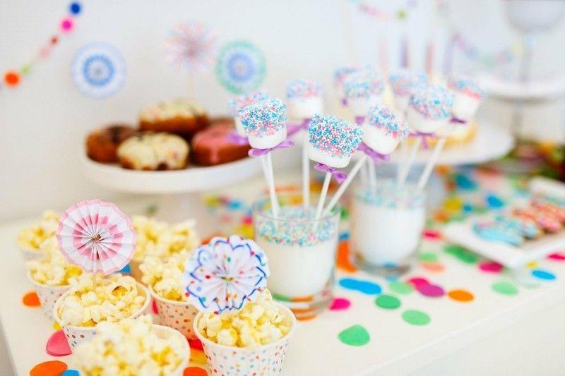 kindergeburtstag-feiern-tisch-deko-popcorn-resized