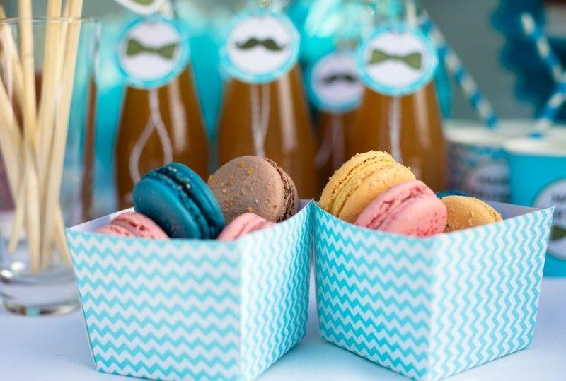 kindergeburtstag-feiern-bunte-macarons-tischdeko-resized
