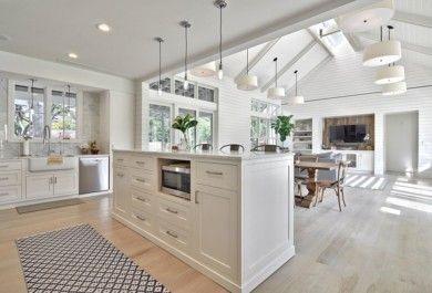 Eine offene Küche verbindet Kochen und Essen, Wohnen und Relax ...
