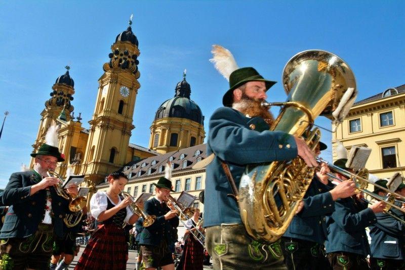 oktoberfest-munchen-musik-spielen