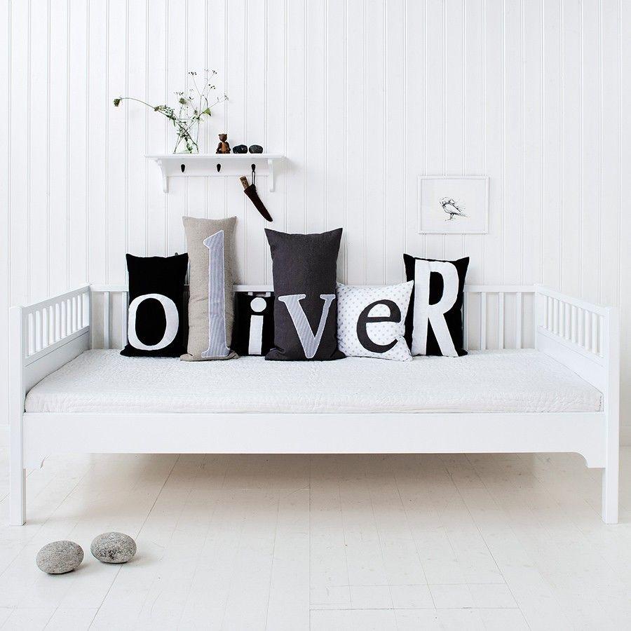 oliver-furniture-buchstaben-kissen