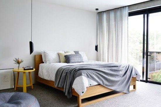 panoramafenster-graue-decke-schlafzimmer-lampen-pendelleuchten-resized