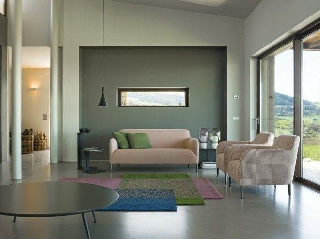 pastelltone-wohnzimmer-einrichten-modern-bunter-teppich-sessel-sofa
