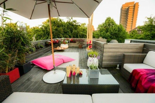 rattanmobel-modern-terrasse-und-balkon-sonnenschirm