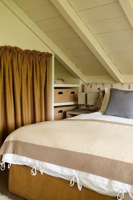regale-schlafzimmer-dachboden-dachschrage