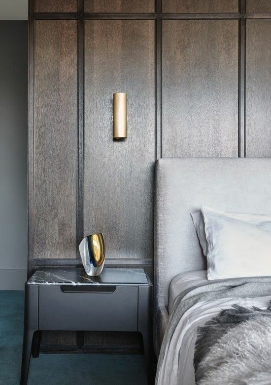 schlafzimmer-wandverkleidung-holz-lampen-aus-metall-resized