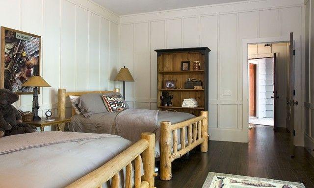 schlafzimmer-weise-wandpaneele-vertikal-montieren