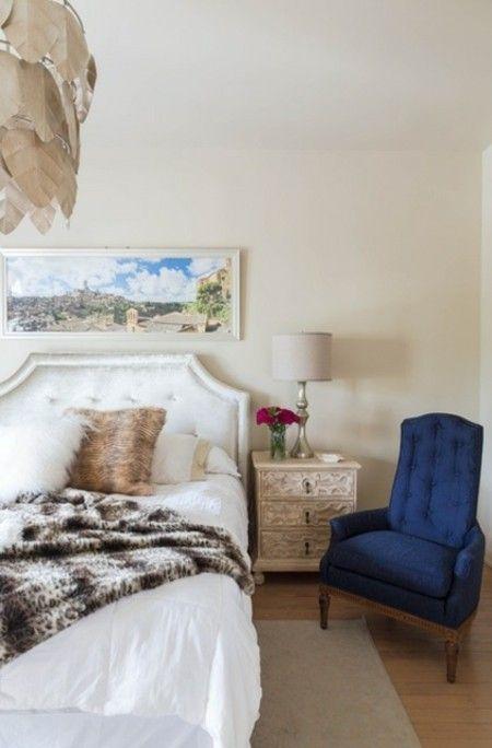 sessel-blau-schlafzimmer-tischlampe-leuchte-klassisch