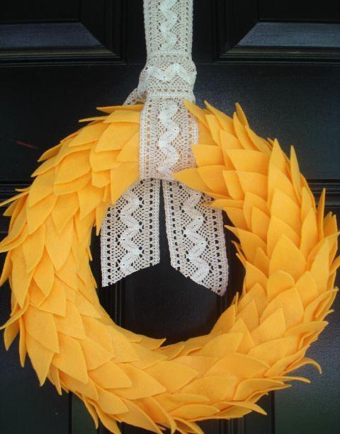 turkranz-mit-spitzenband-verziert