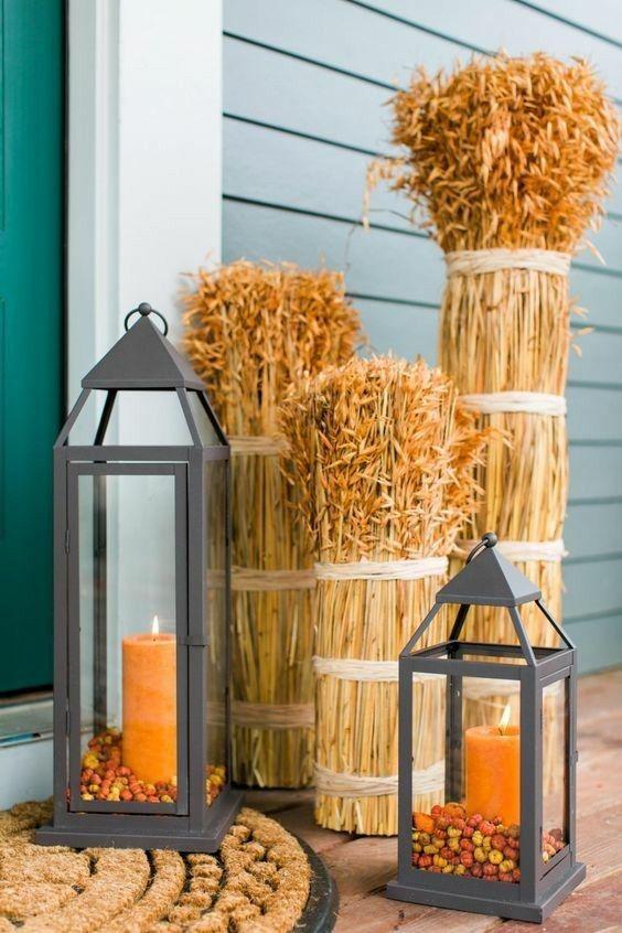 weizenahren-und-laternen-mit-orangen-kerzen