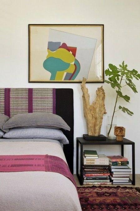 buntes-schlafzimmer-moderne-leuchte-holz-tischleuchte