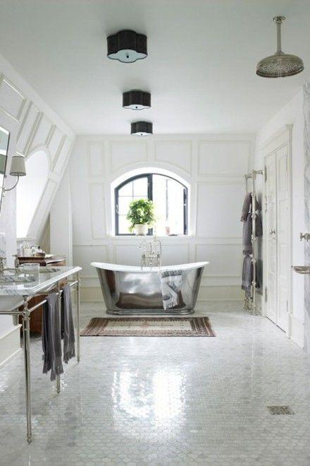 freistehende-badewanne-silber-designer-badezimmer