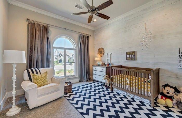 klassisches-babyzimmer-komplett-gitterbett-aus-holz