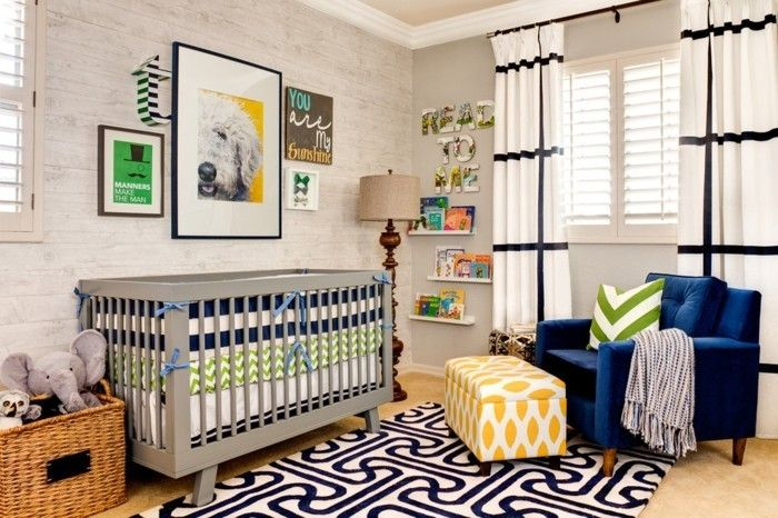 klassisches-babyzimmer-mit-dunkelblauen-akzenten-junge-madchen
